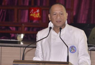 纳兹里在华团交流会上,针对26亿令吉课题发言。
