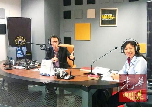 """林慧玮(右)在""""MACCfm""""的访谈节目上强调,无论是施或受,贪污就不对。"""