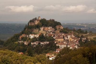 意大利博尔米达镇全景。