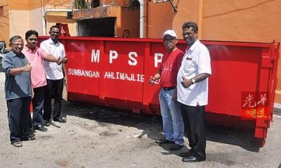 古玛拨款购置大型垃圾桶。