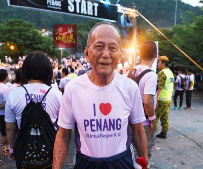 91岁的陈泽宣是全场最年长的参与者,他最高的登山记录是从植物园爬上升旗山,仅花了1小时9分钟。
