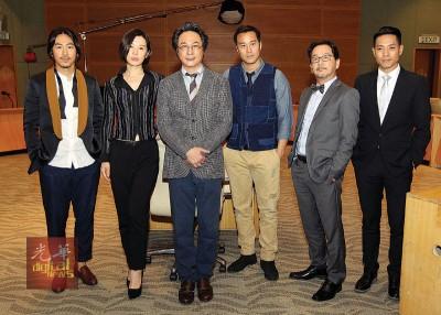 《香港华尔街》周五在布城国际会议中心取景,现场搭建场景成听证会。(左起)江奇霖、余男、吴镇宇、张孝全、廖启智、陆骏光。
