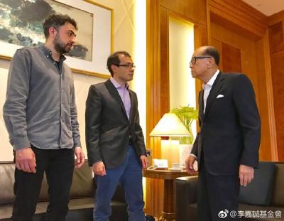 AlphaGo之父、DeepMind创办人哈萨比斯(受)天在香港会见李嘉诚。