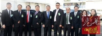 陈德钦(左5)率9人到访槟州议会取经,左起为薛杰豪、陈牧兴、陈镇炎、陈诠峰、林瑞木、魏木荣、陈荣兴、吴瑞音及罗慧美。