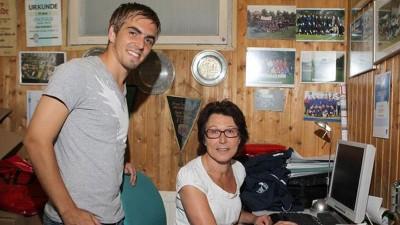 拉姆的母亲是一名足球教练。