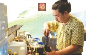 小虎的手冲咖啡,有他累积多年在各家咖啡馆历练出来的功力。