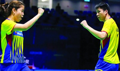 吴顺发(右)和赖洁敏成为为数不多报到本届泰羽8强的大马选手之一。