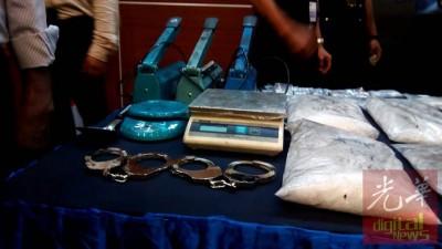 警方除了起获各类毒品,也起获一些包装器材。