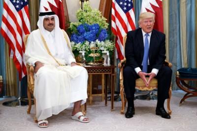 特朗普上月在沙地阿拉伯与卡塔尔国王塔米会谈。