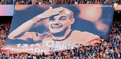 球迷看台撑起横幅致敬史奈泽尔。