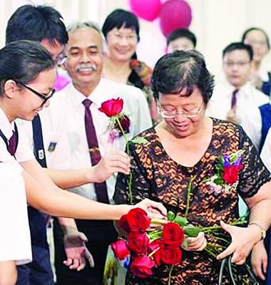 陈冰心多年来提高双溪里蒙光华小学水准, 并于4月份退休,该校至今无新校长人选。