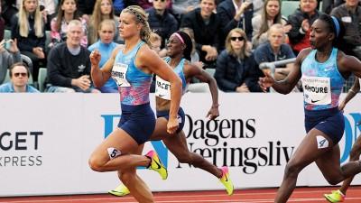 施佩尔斯(左)因违规枪跑致使她夺得的金牌也告落空,没能为自己的25岁生日开心庆生。