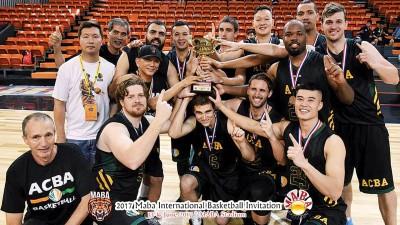 澳洲华人篮球协会猛龙队在决赛击败主队大马后捧冠。