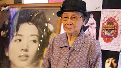 梅艳芳的母亲覃美金为争女儿遗产,搞到破产。