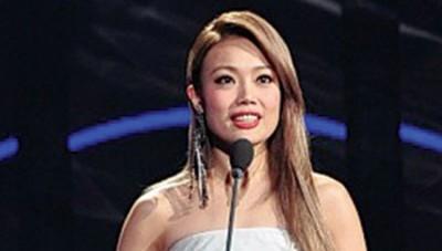 容祖儿担任金曲奖的颁奖人。
