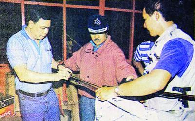 """警方当年在现场搜出2把利剑,相信就是仪式中所使用的""""七星剑""""。"""