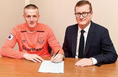 皮克福德签约。
