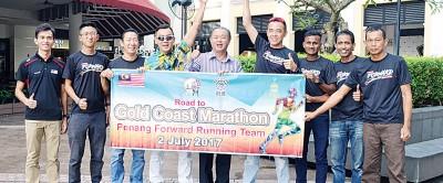 槟城前进体育会将派出9名代表赴黄金海岸马拉松。左起为欧阳仁光、温长谕、温炎健、邱继勇、罗兴强、林子辉、克里斯多夫、沙烈、陈志强。