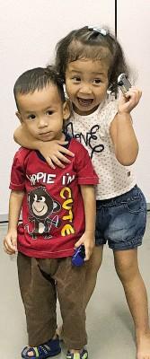两名小可爱戴端宁(右)及莫哈默英冉(左)分别将在7月12日及14日进行手术。