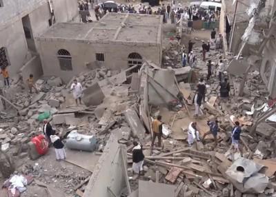 沙地阿拉伯空袭也门,致当地一片颓垣败瓦。