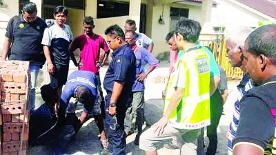 治安队逮捕嫌犯后交予警方查办。