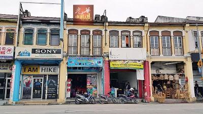 位于槟榔律的孟加拉市场(左2)。