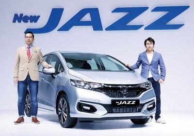 林克仁(左)以及秋山佳宽一同为新Jazz开展推介礼。