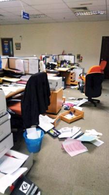 吉州移民局及州贸消局办事处遭窃贼翻箱倒柜凌乱不堪。