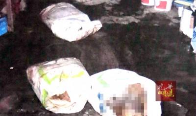 凶手再将死者身体肢解成6段尸块,分尸手法干净利落,因为过程并没有造成尸体的内脏损伤。