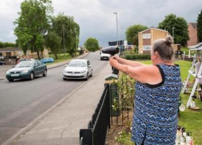 布鲁克斯操风筒扮测交通车速。(互联网图片)