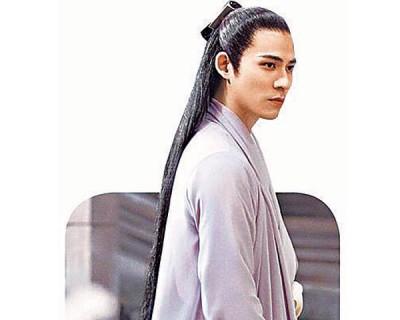 周渝民在中国新戏《烈火如歌》扮精通琴棋书画的高人。