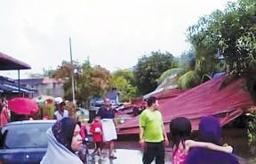 大风将数间住家屋顶掀走,所幸事件没有造成任何伤亡。