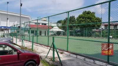位于宗教保留地中的五人足球场。