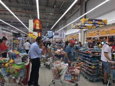 来居民称超市的忙碌程度前所未见。