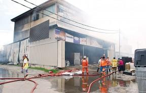 柔府一家家具店今早发生火患,造成至少20万令吉损失。