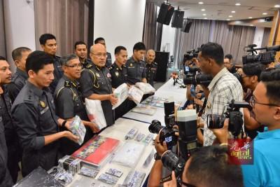 贸消部证实取缔MBI集团行动中,逮捕了一名50余岁的华裔男子创办人助查。