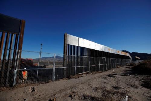 尽管修建美墨边境墙一事在美国引发争议,但是特朗普并未因此放弃这项计划。