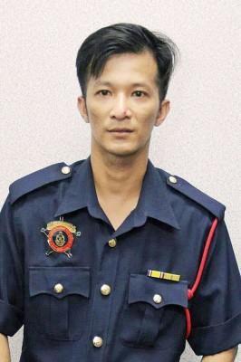 车祸丧生的黎国才生前穿著义务消防队制服。