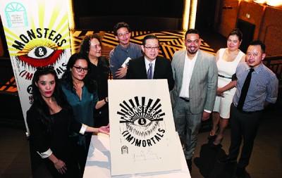 林冠英(右4)主持2017乔治市文学节推介仪式。