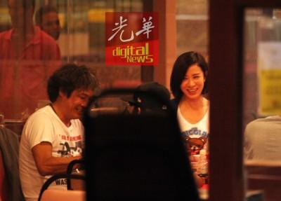 吴镇宇(左起)与佘诗曼现身在餐厅享用晚餐。