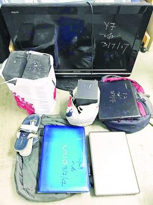 警方起获平板电视、电脑以及音响等物品。