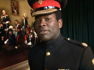 安克拉在2011年威廉王子与凯蒂结婚时,担任护卫指挥官。