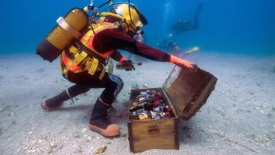 法国酒商尝试在大海设酒窖,欲而酿出美酒。(法新社照片)