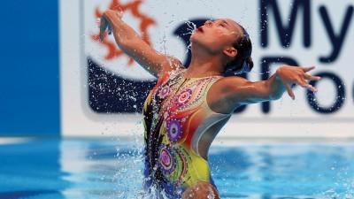 颜华苇在游泳世锦赛韵律泳单人技术自选预赛中落力演出。