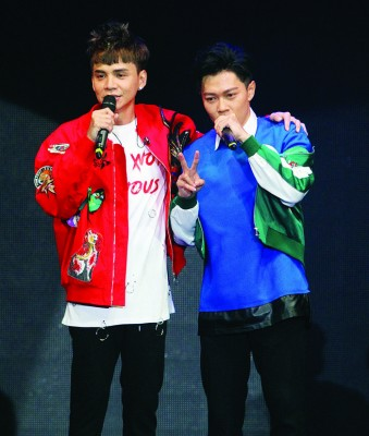 温力铭邀来同门师弟张诒博担任嘉宾,一起尬舞。