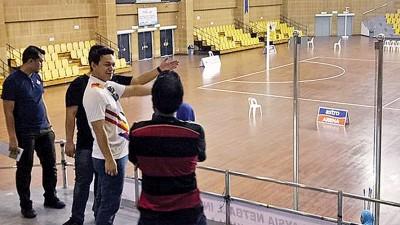 组委会人员参观将作为英式女篮赛场的原国羽基地武吉加拉体育馆。