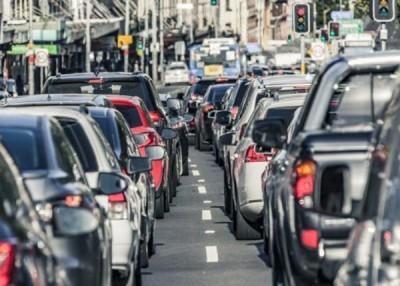 开车太久,人会变蠢。(互联网图片)
