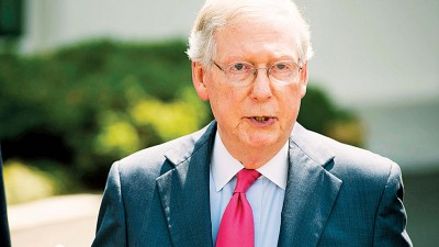 小麦康奈尔代表,参议院会辩论是否投票决定新医保。(法新社照片)