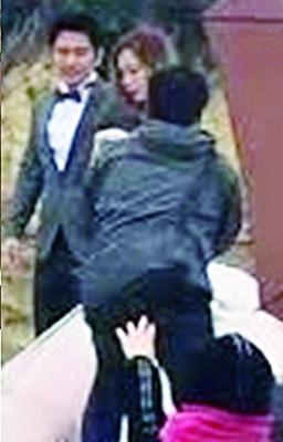 孙耀威当年4月都于群众直击在澳洲拍婚纱。