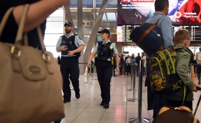 澳洲政府于各国机场加强保护。希冀为警员在悉尼机场巡逻。(法新社照片)